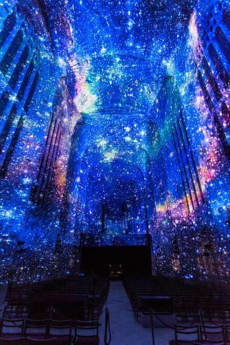 Projection Mapping Fills Cambridge's 16th-Century Chapel with Stars