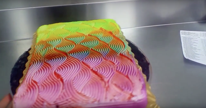 Color Changing Cake 5