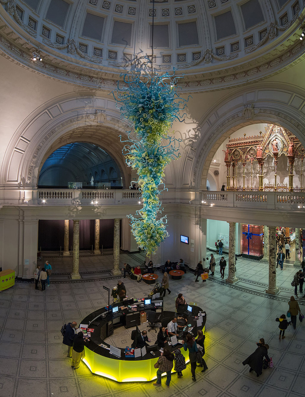 1024px-V&A_Museum_Foyer,_London_-_Oct_2012