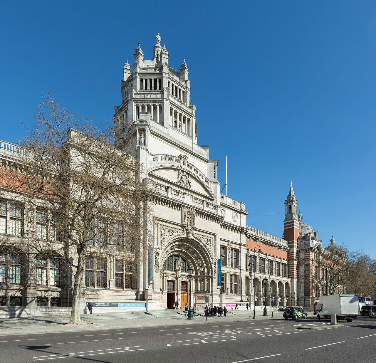 Victoria_&_Albert_Museum_Entrance,_London,_UK_-_Diliff