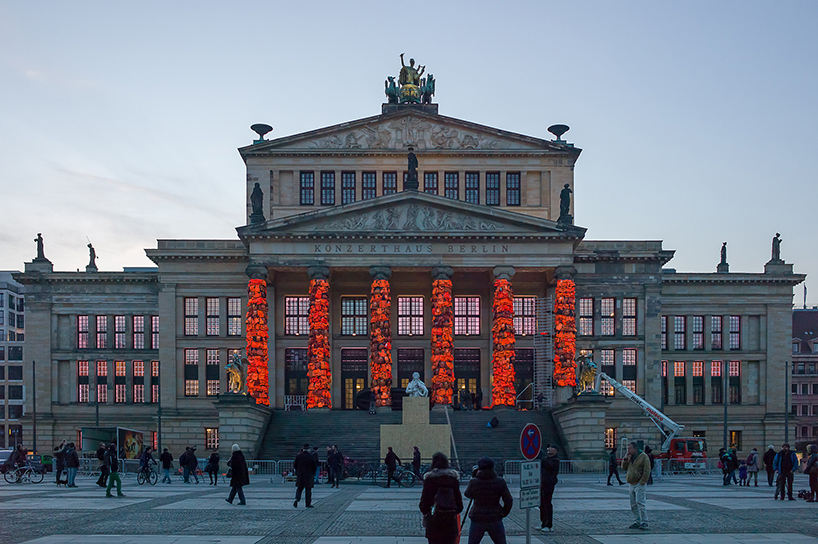 ai-weiwei-lifejackets-installation-refugees-berlin-konzerthaus-berlin 7