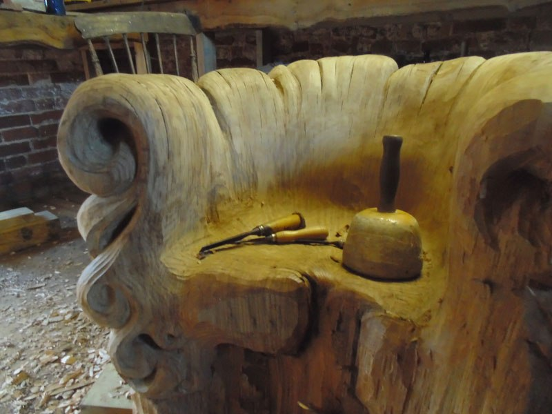 chair-carved-from-single-oak-stump-by-alex-johnson-3