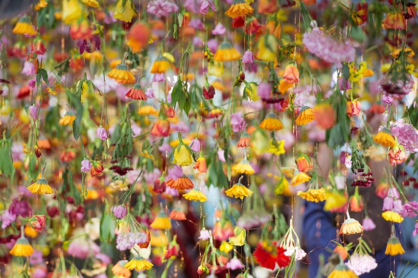 rebecca-louise-law-floral-installation-garten-bikini-berlin-concept-mall-designboom-05