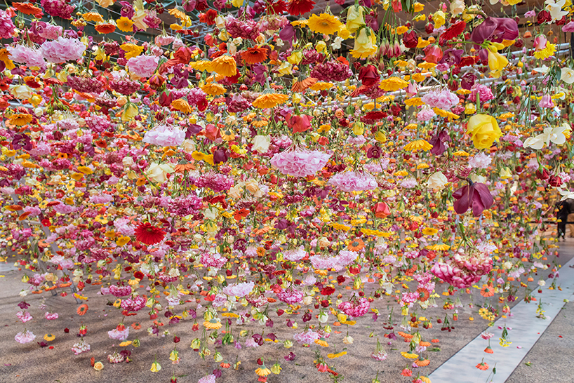 rebecca-louise-law-floral-installation-garten-bikini-berlin-concept-mall-designboom-06