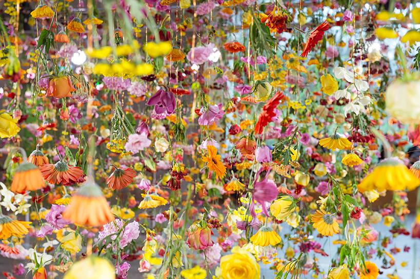 rebecca-louise-law-floral-installation-garten-bikini-berlin-concept-mall-designboom-010