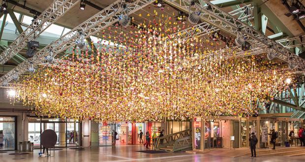 rebecca-louise-law-floral-installation-garten-bikini-berlin-concept-mall-designboom-011