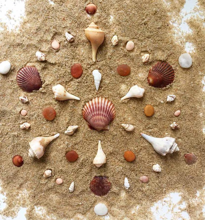 Mandalas for the inspired artist_beach mandala_88-91_img67